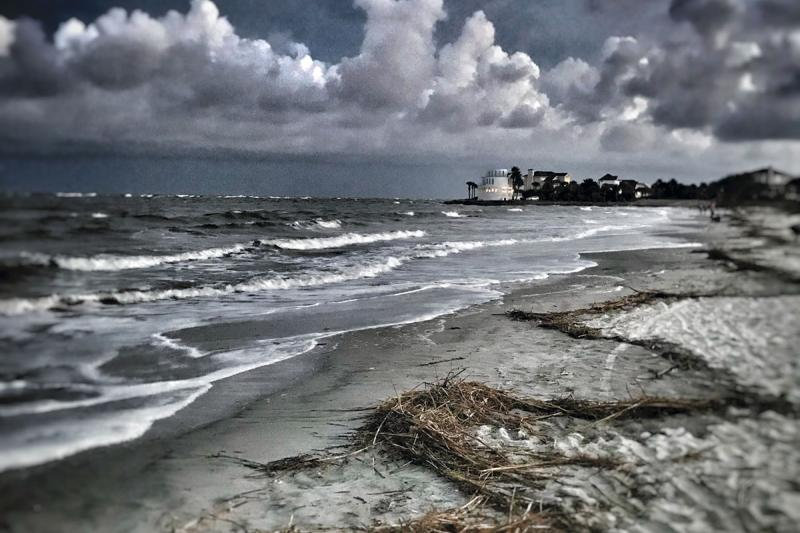 It-was-a-stormy-autumn-day.-The-clouds-were-moving-quickly.-I-loved-how-the-high-tide-had-created-a-zigzag-pattern-on-the-beach.